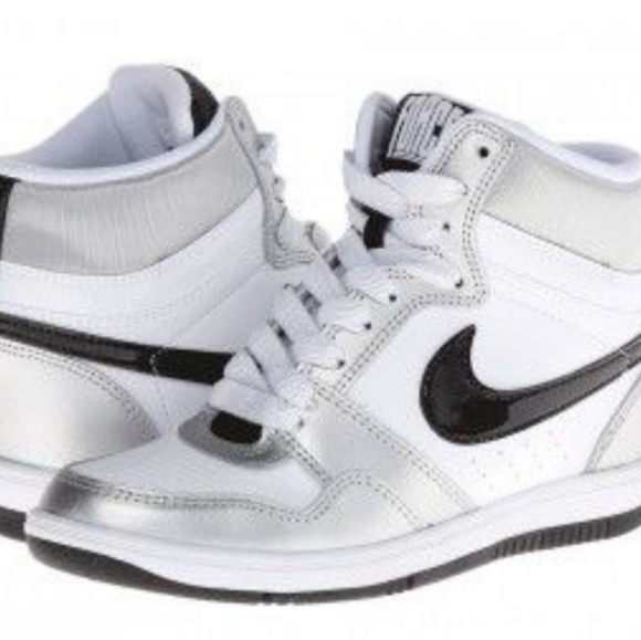 High top wedges Nike sneakers. M 5b8ff32f9539f7570b53586f 5d9d2f098b9b